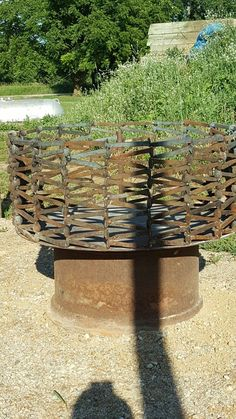 """See our web site for additional details on """"metal tree art projects"""". It is actually a superb spot to read more. Shielded Metal Arc Welding, Metal Welding, Welding Art, Welding Tools, Diy Tools, Railroad Spikes Crafts, Railroad Spike Art, Railroad Ties, Metal Projects"""