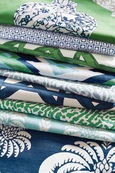 Blue and Green Group from Summer House Collection Thibaut Design Blue Green Kitchen, Blue And Green Living Room, Green Dining Room, Bedroom Green, Navy And Green, Blue Green Rooms, Blue And Green Curtains, Master Bedroom, Kelly Green