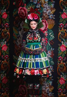 Frida fashion collection designed by Susanne Bisovsky - photo by Atelier Olschinsky - Polish Folk Costume from Lowicz Fashion Art, Foto Fashion, Editorial Fashion, Fashion Spring, Fashion Shoot, Couture Fashion, Daily Fashion, Street Fashion, Folklore