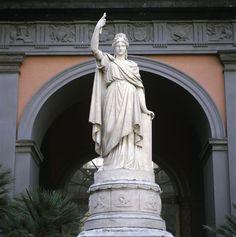 L'Italia, scultura marmorea di Francesco Liberti. Il Palazzo Reale di Napoli, Italy