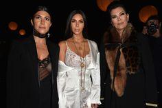 Ela estava na França para acompanhar a Paris Fashion Week. Seu marido, Kanye West, interrompeu um show quando soube da notícia.