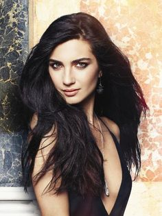 Turkish Actors and Actresses Photo: Tuba Buyukustun for Turkish Elle magazine November 2012 Turkish Beauty, Actrices Hollywood, Elle Magazine, Woman Crush, Beautiful Actresses, Dark Hair, Close Up, Hair Makeup, Hair Cuts