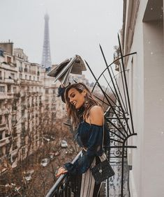 "•Pinterest: beatrizsousar 🌊🌺 - ⚡️Tezza⚡️ (@tezzamb) no Instagram: ""French Fry-day. Let's go @revolve hair @maneaddicts. On the balcony of @labourdonnaisparis ✨…"""
