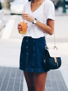 I love this outfit idea for how to wear a denim skirt! So cute! #denimskirt #denimskirtoutifsummer