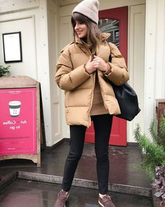 Street style images autumn-winter street fashion, trendy bows in urban style in the photo Street Style 2018, Autumn Street Style, Look Of Young, Urban Fashion, Womens Fashion, Street Fashion, Minimal Look, Dress Me Up, Winter Outfits