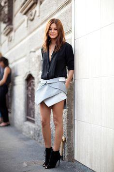 faldas-asimetricas-2 White Tops, Black Tops, Black And White, Look Short, Black Shorts, Wearing Black, Denim Skirt, Ideias Fashion, Short Dresses