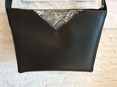 aux_fils_d_elo sur Instagram: Voici le sac à main que j'ai réalisé pour ma belle-sœur pour Noël! C'est un Mambo de Sacotin, il peut se porter en bandoulière ou sur…