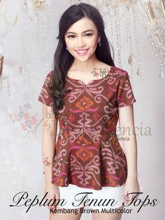 Blouse Batik, Batik Dress, Batik Fashion, Fashion Sewing, Modern Kebaya, Kimono Dressing Gown, Batik Kebaya, Blouse Models, Short Dresses