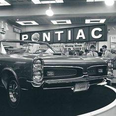 1967 Pontiac GTO Surfrider Convertible show car. 1967 Gto, 67 Pontiac Gto, Pony Car, Car Advertising, Us Cars, American Muscle Cars, Custom Cars, Concept Cars, Cool Cars