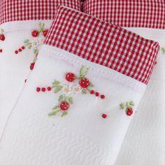 Enxoval Moranguinho é muito apaixonante. Esse é o nosso trio de fraldas de ombro. Compre online www.xiquexiquebrasil.com.br