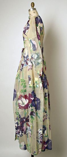Tea gown Cristobal Balenciaga  (Spanish, 1895–1972)  Maker: Henri Bendel (American, founded 1895) Date: 1937 Culture: French Medium: silk. Sideway