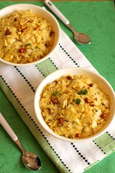 Thin rice flakes mixture recipe with a practical tip to get them crispity, crisp and brittle. Veggie Recipes, Indian Food Recipes, Vegetarian Recipes, Snack Recipes, Cooking Recipes, Dry Snacks, Healthy Snacks, Healthy Kids, Flake Recipes
