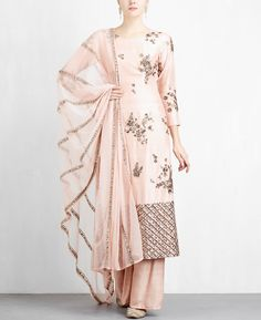 Stylish kurta designs - Take style cues from Bollywood celebrities for stylish designer kurta sets you can bank on for all kinds of occasions. Pakistani Dresses, Indian Dresses, Indian Outfits, Bollywood Dress, Punjabi Fashion, India Fashion, Women's Fashion, Indian Attire, Indian Wear