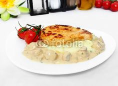 Turkey cutlets with mushrooms - Putenschnitzel mit Rahmchampignon