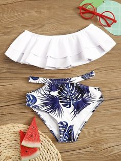 To find out about the Toddler Girls Ruffle Top With Random Tropical Bikini at SHEIN, part of our latest Toddler Girl Swimwear ready to shop online today! Swimsuits For Tweens, Bathing Suits For Teens, Summer Bathing Suits, Cute Bathing Suits, Cute Swimsuits, Cute Bikinis, Kids Swimwear, Cute Outfits For Kids, Cute Summer Outfits