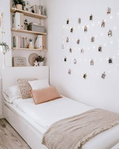 Bedroom Decor For Teen Girls, Cute Bedroom Ideas, Room Ideas Bedroom, Teen Room Decor, Small Room Bedroom, Cozy Small Bedrooms, Teen Bedroom, Bedroom Inspo, Dorm Room Designs