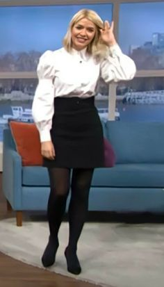 Colored Tights Outfit, Holly Willoughby, Tv Presenters, Leather Skirt, Mini Skirts, Outfits, Fashion, Moda, Leather Skirts