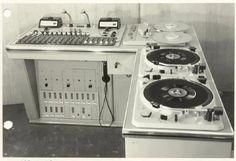 """vinylespassion:  Radioconsole Telefunken v72  """