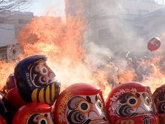 Burning old Daruma at the end of the year 前橋初市まつり - グッドぐんま {OTAKIAGE!!}