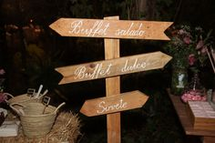 The wooden signs - Wedding Inspiration DYI by Weddings With Love