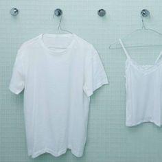 """Schweißflecken entfernen – mit diesem Trick - """"Gebliche Schweißflecken auf weißen Blusen und Shirts lassen sich leicht entfernen. Diesen Trick sollte man kennen."""""""