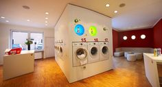 A German enterprise that blends laundromat and café to ease the pain of cleaning clothes. Laundromat Business, Laundry Business, Cleaning Business, Laundry Shop, Coin Laundry, My Beautiful Laundrette, Self Service Laundry, Wash And Fold, Laundry Design