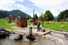 """Abenteuer- und Wasserspielplatz am Achensee - Tirol Der große Abenteuerspielplatz in Achenkirch begeistert die kleinen Besucher. Der Wasserspielplatz ist im Sommer ein Traum zum Plantschen und Matschen. Der Spielplatz liegt direkt am Achensee, dem """"Tiroler Meer"""". Der See liegt malerisch eingebettet zwischen dem Karwendelgebirge und den Brandenberger Alpen. Die Ferienregion Achensee bietet viele"""