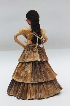 Dolls hand made. Pequeña escultura en calceta de plátano. Estructura en alambre. Artesanía