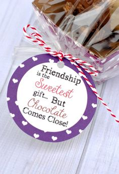 25 Fun Gifts for Best Friends for Any Occasion – Diy Valentine Gifts Valentines Day Food, Valentines Day Gifts For Friends, Cute Gifts For Friends, Valentine Gifts For Girlfriend, Best Friend Gifts, Fun Gifts, Small Friend Gifts, Camp Gifts, Valentine's Day Quotes
