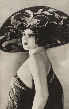 Marion Benda and her amazing hat  C. 1920s vintag, roar 20s, ziegfeld girl, amaz hat, ziegfeld folli, 1920s, roar twenti, marion benda, actresses