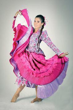 Peruvian People, Dress Makeup, Snow White, Aurora Sleeping Beauty, Mexico, Costumes, Disney Princess, Kids, Clothes