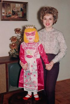 Turn your dreams to Nightmares with 'Scary Doll'. In all good drug stores. 1960s Halloween, Vintage Halloween Photos, Holidays Halloween, Halloween Kids, Halloween Decorations, Halloween Costumes, Witch Costumes, Halloween Halloween, Halloween Makeup