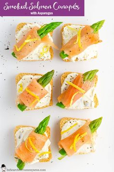 These pretty little smoked salmon canapés make a great appetizer for a party or Sunday brunch. Appetizers For Party, Appetizer Recipes, Snack Recipes, Ideas Para Canapés, Smoked Salmon Canapes, Oat Smoothie, Salmon And Asparagus, Canadian Food, Food Plating