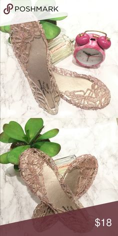 🌿🌻glitter jelly shoes NWOT, no brand, cute girlie flats, great for a fun weekend look  🌻NWOT 💕 NO B R A N D 💕 reasonable offers please! 🌻 NO trades, NO P A L kate spade Shoes Flats & Loafers