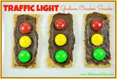 Traffic Light Graham Cracker Snacks - The Seasoned Mom