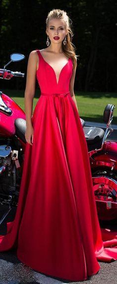 Exquisite Satin Jewel Neckline A-Line Prom Dresses With Lace Appliques