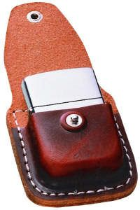 Zippo's genuine leather brown lighter loop pouch has a stylish design, yet is easily accessible. Features of this lighter pouch include a wide leather liip that Leather Holster, Leather Keychain, Leather Pouch, Leather Tooling, Leather Art, Leather Cover, Leather Working Patterns, Lighter Case, Zippo Lighter