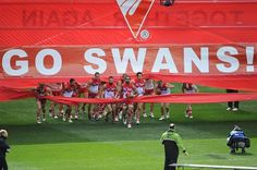 Sydney Swans break through the banner. Best Football Team, Football Photos, Melbourne, Sydney, Swans, Finals, Banner, Australia, Club