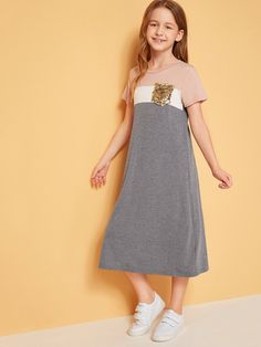 To find out about the Girls Sequin Pocket Patched Colorblock Tunic Dress at SHEIN, part of our latest Girls Dresses ready to shop online today! Long Tunic Dress, Tee Dress, Belted Dress, Girls Fashion Clothes, Girl Fashion, Fashion Outfits, Dress Fashion, Kids Outfits, Cute Outfits