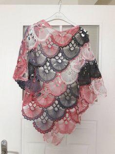 Triangle Shawle with Card Crochet Cardigan, Crochet Scarves, Crochet Shawl, Knit Crochet, Baby Knitting Patterns, Crochet Patterns, How To Do Crochet, Winter Wedding Shawl, Bridal Shrug