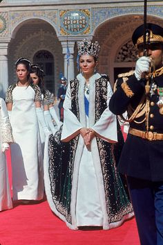IRAN - OCTOBER Empress Farah wearing her new crown leaving Golestan Palace after coronation of her husband Shah Mohammed Reza Pahlevi. Farah Diba, Royal Crowns, Royal Tiaras, Royal Crown Jewels, Pahlavi Dynasty, The Shah Of Iran, Estilo Real, Royal Jewelry, Jewellery