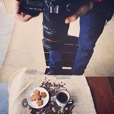 Preview da produção de fotos que estamos fazendo para os Biscoitos Da Leth!  Despertar em nossos Clientes e Consumidores a vontade em não só degustar, mas sim, apreciar os nossos Biscoitos produzidos com receitas de antigamente e ingredientes de qualidade, nos dias atuais... Seja acompanhado de um simples café preto ou de cafés especiais, chás, leite, entre outras bebidas... De manhã, tarde ou noite, os Biscoitos Da Leth são sempre uma deliciosa opção!! Experimente ☕️ Agradecemos pelo...
