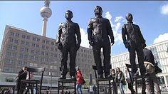 Berlin-Alexanderplatz: Snowden, Assange und Manning aus Bronze für die Meinungsfreiheit - YouTube