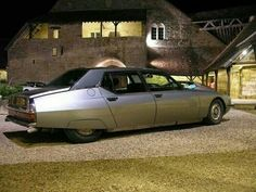 Afbeeldingsresultaat voor black and white photos vintage citroen Citroen Ds, Psa Peugeot Citroen, Retro Cars, Vintage Cars, Maserati, Hot Cars, Exotic Cars, Motor Car, Concept Cars