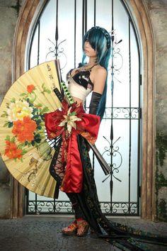 "Hatsune Miku, ""Knife"" | Cosplayer: Tomia"