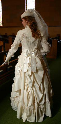 victorian bustle dress and jacket Steampunk Wedding, Victorian Steampunk, Victorian Fashion, Vintage Fashion, Old Dresses, Vintage Dresses, Vintage Outfits, Victorian Dresses, Belle Epoque
