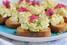 Deviled Egg Crostini for @SafeEggs #SundaySupper - Hip Foodie Mom
