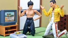For years, collectors have been taking amusing photos of their figures. So while this isn't new, these images show how well the S. Figuarts versions of Bruce Lee and Freddie Mercury go together. Bruce Lee, Freddie Mercury, A Kind Of Magic, Japan, Best Funny Pictures, Action Figures, Take That, Adventure, Film