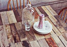 Tischplatte im Paletten-Design auf 'A beautiful mess'