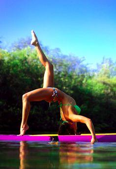 Stand up Paddle Board Yoga Yin Yoga, Yoga Restaurativa, Yoga Meditation, Paddle Board Yoga, Stand Up Paddle Board, Surf Board, Beach Volleyball, Mountain Biking, Morning Yoga Workouts